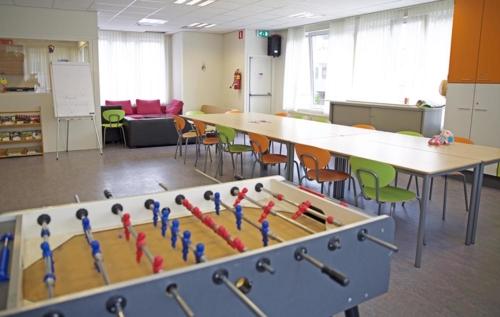 Een zaal voor groepsbijeenkomsten voor vrouwen en ook de tieners hebben hier groepsactiviteiten.