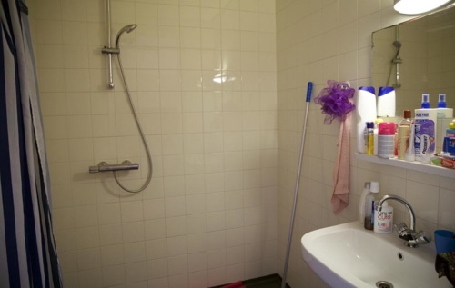Bij elke woonruimte is er een eigen douche en wc.