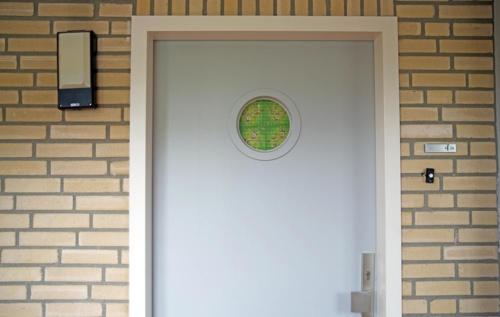 De voordeur.